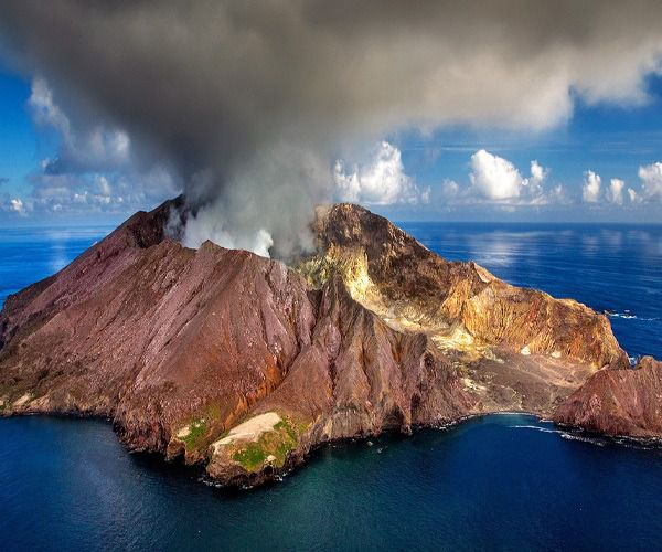 Photograph of the week: Volcanic crater, White Island, New Zealand